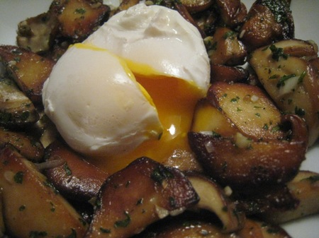 Poached_egg_champignons_oct_2007_00